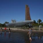 U-Boot mit Marinedenkmal