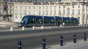 Ein Citadis 302 am Place de la Bourse